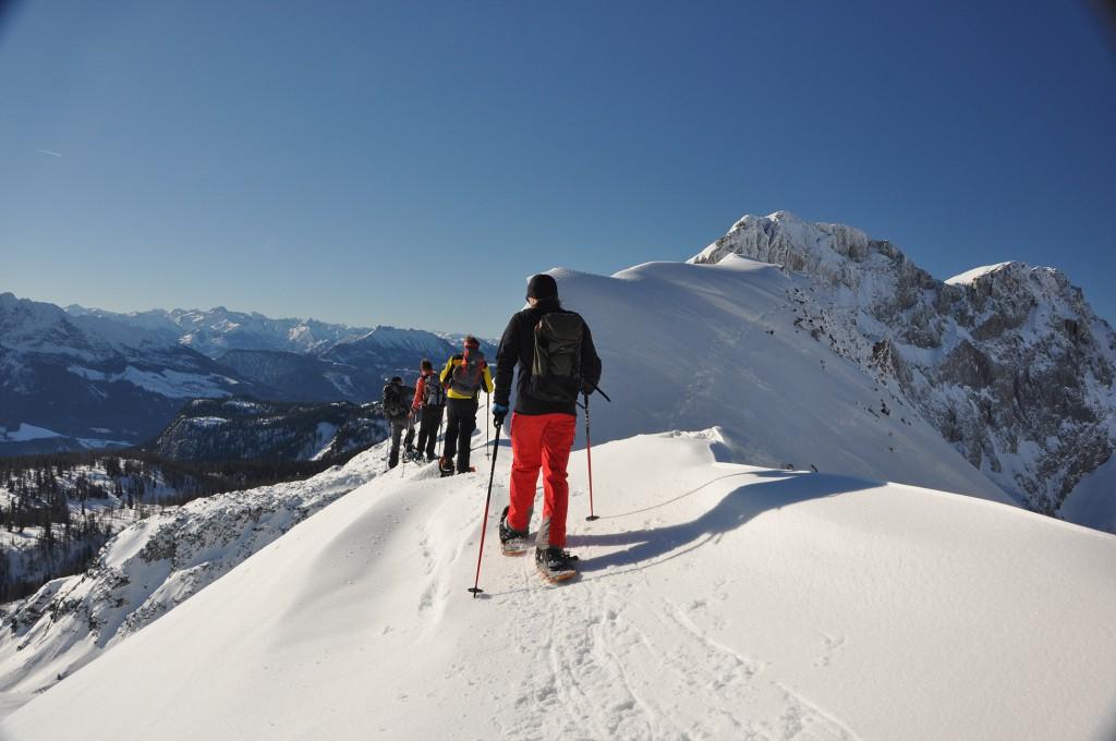 Wanderführer im Winter